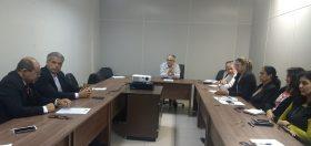 Foto pessoas em reunião